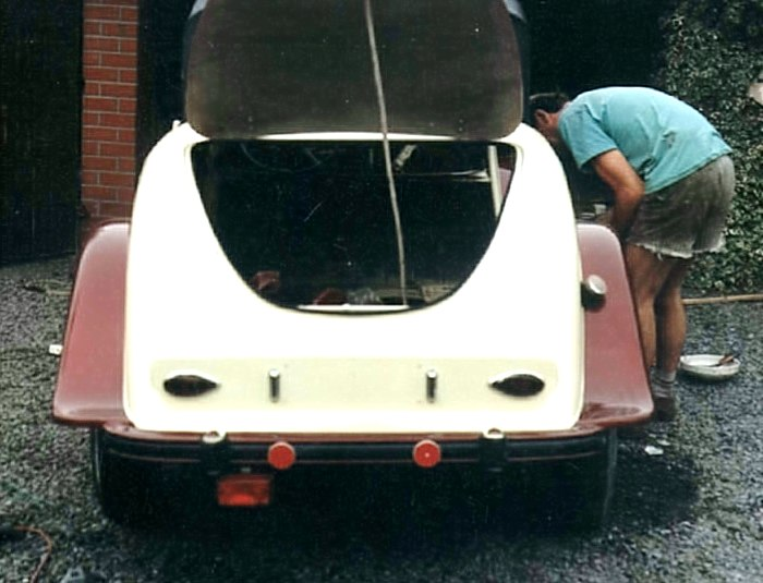 citroen 2cv picture is loading